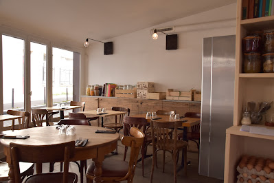 Intérieur restaurant à la Vierge de la Réunion (20 -ème), blog Délices à Paris.