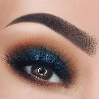 sombras en colo azul