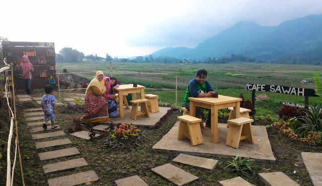 Makan di Tengah Sawah Desa Wisata Pujon Kidul, Malang