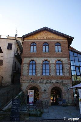 Uno dei tanti negozi di Vino di Barolo