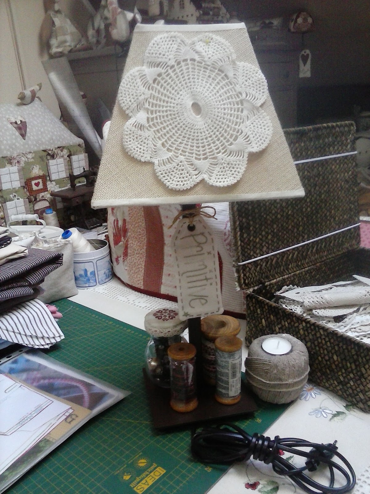 Lola y su buhardilla una lampara for Lamparas para buhardillas