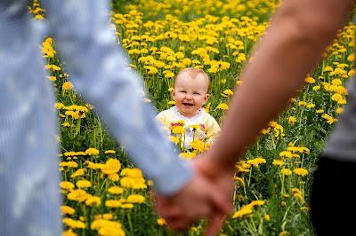 الوالدان والمحبة الغير محدودة لطفلهما