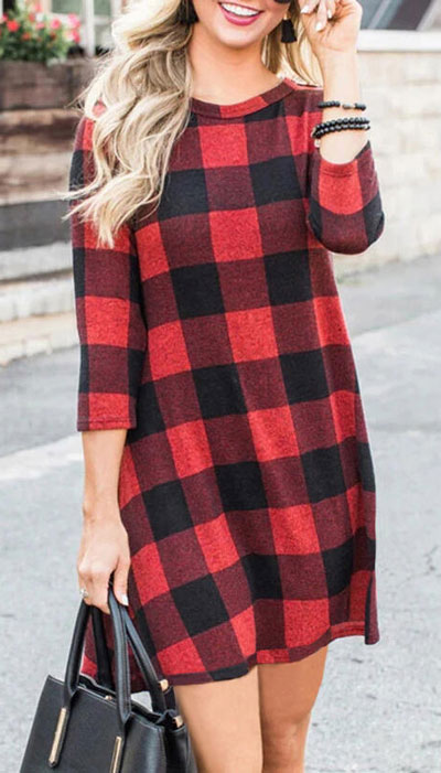 From velvet jackets to red bodycon dresses, there is something for everyone from cozy to glam. Have a look at these 25 Casual XMAS Holiday Outfit Ideas for Every Girl's Style. Christmas + New Year Outfits via higiggle.com | Holiday Mini Dress | #holiday #christmas #newyear #minidress