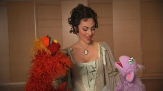Murray, Ovejita and Isabel Leonard talk about opera. (The people in your neighborhood) Sesame Street Episode 4326 Great Vibrations season 43