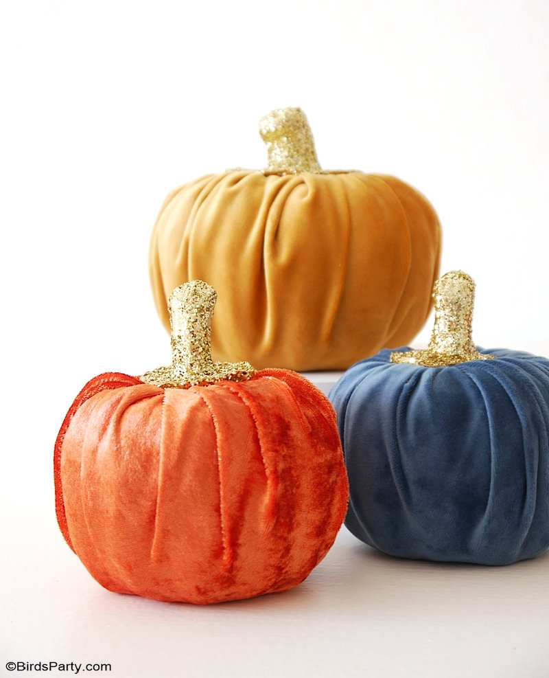 DIY No-Sew Velvet Pumpkins - quick, easy and affordable way to make and craft velvet pumpkins to decorate for Fall or Thanksgiving! by BirdsParty.com @birdsparty #diyvelvetpumpkins #nosewvelvetpumpkins #nosew #velvetpumpkins #diy #crafts #fallcrafts #thanksgivingcrafts #falldecor #fallhomedecor #homedecor #diydecor #thanksgivingdecor