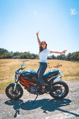 Veronica e la sua Ducati Monster 796