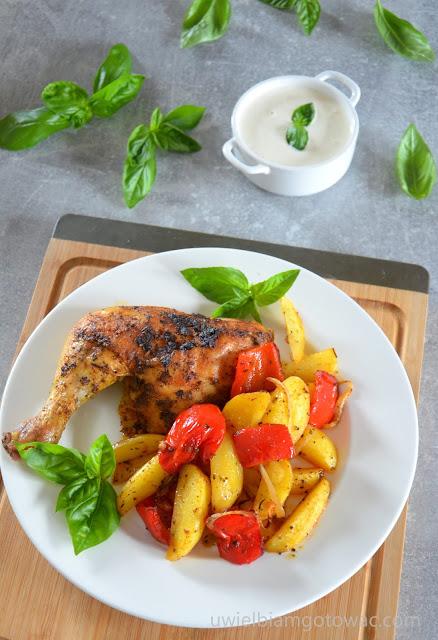 Kurczak pieczony z ziemniakami i papryką z piekarnika