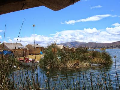 Isla habitada en Lago de Titicaca, Puno, Perú, La vuelta al mundo de Asun y Ricardo, round the world, mundoporlibre.com