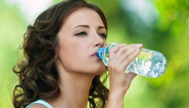 Diet dengan air putih untuk mengurangi berat badan