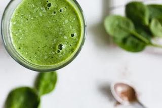 Berikut ini berbagai manfaat jus bayam mentah untuk kulit, rambut dan kesehatan