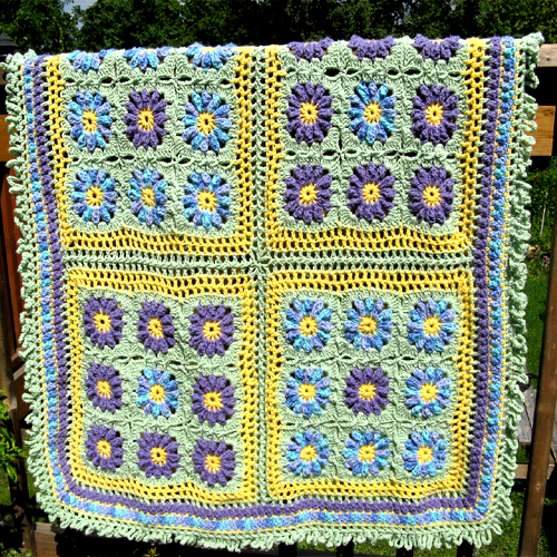 Flower Accents Throw - Free Pattern