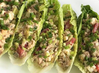Sałatka z tuńczyka, jajek i selera naciowego