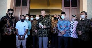 Berkunjung ke Katedral Makassar, Mahfud MD: Terorisme Musuh Bersama