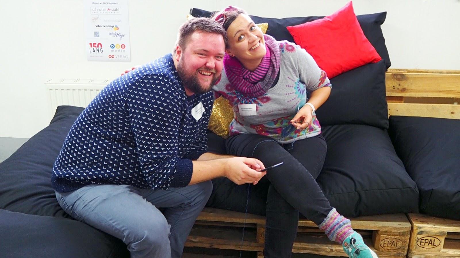 Caros Fummeley und Lutz von maleknitting beim Bloggertreffen von addi