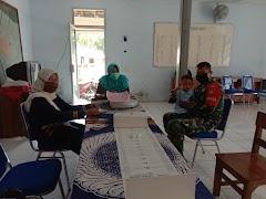 Pantau Kesehatan Balita, Babinsa Koramil 03/Kajen Dampingi Pelayanan Posyandu