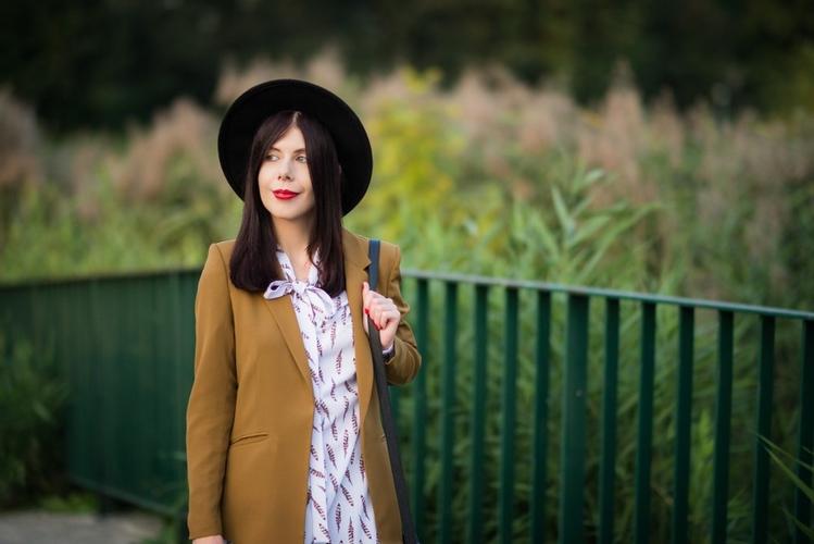 Stylizacja z kapeluszem blog