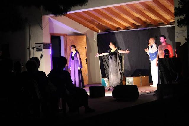 """Θεατρική παράσταση """"Στείρα Πόλη"""" στον Αρχαιολογικό χώρο της Ασίνης"""