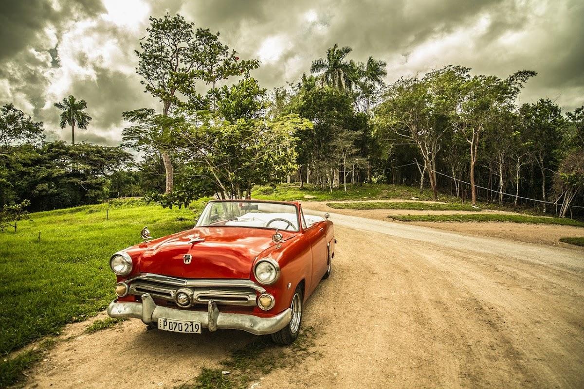 Download Wallpaper car old