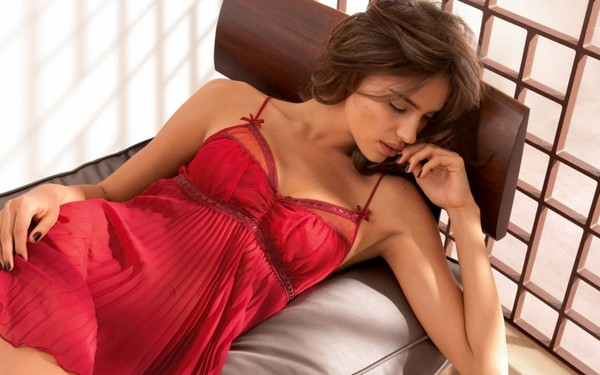 Irina Sheik Sleeping Beauty Wallpaper