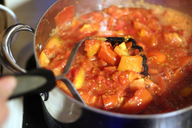 Learn the easiest way to can tomato sauce this year!
