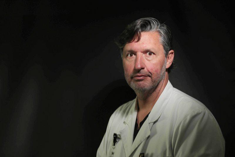 Doctor Enrique Waugh, cirujano de la Clínica Santa María