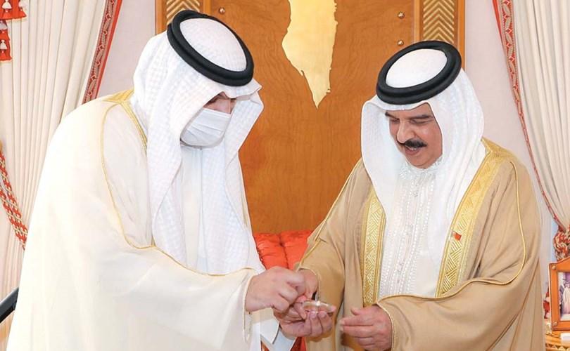الكويت تهدي البحرين مسكوكة تذكارية احتفاءً بالذكرى الأربعين لتأسيس مجلس التعاون الخليجي