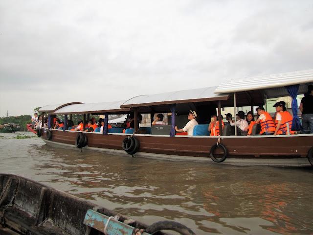 tourist boat 2 day tour mekong delta vietnam