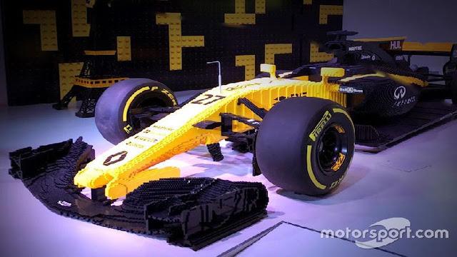 Renault menampilkan replika dari kendaraan beroda empat balapnya R Berita Terhangat Keren, Mobil Balap F1 Ini Terbuat dari 600 Ribu Lego