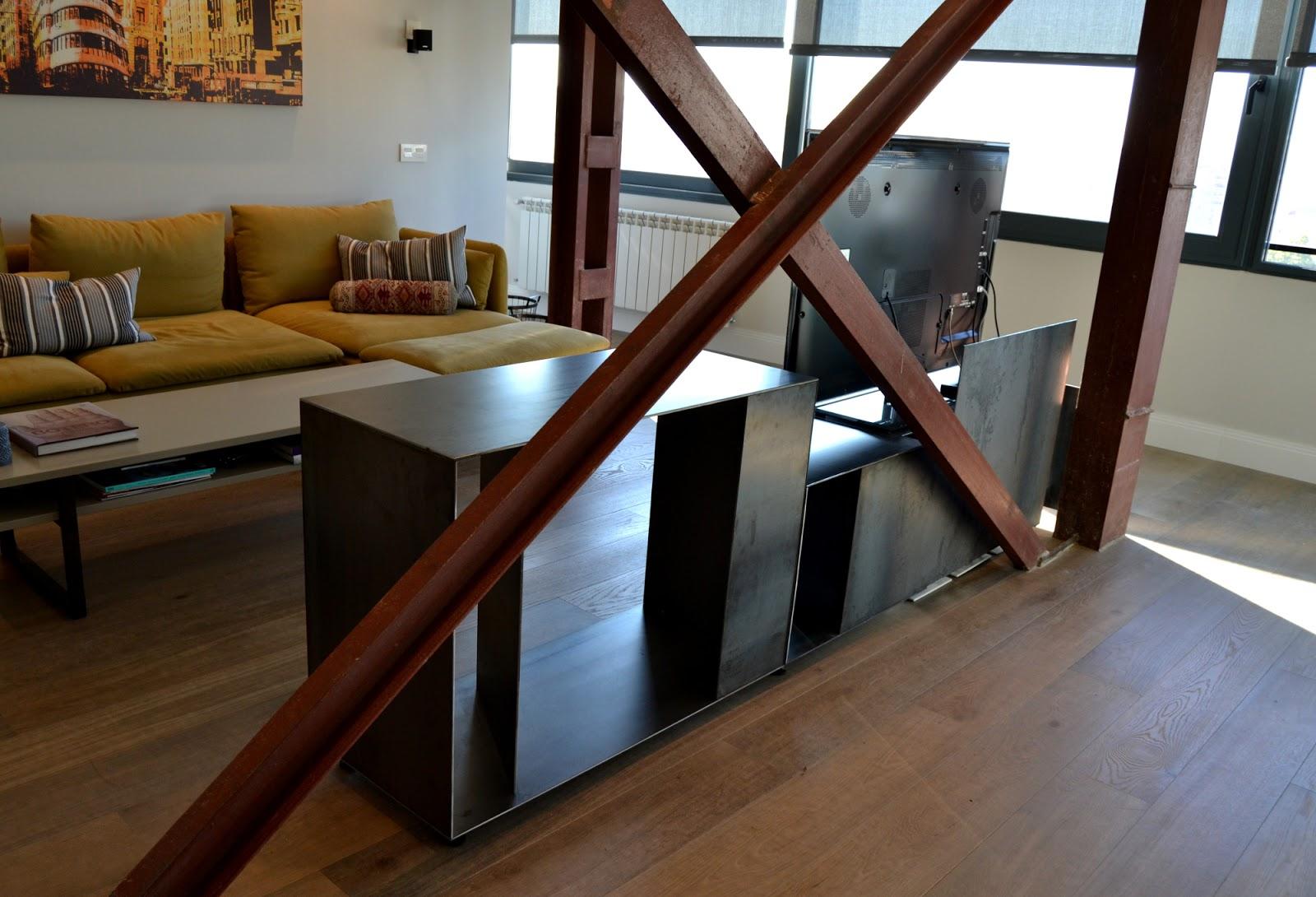 Austral construcciones dise o de mueble para televisi n for Diseno de muebles de hierro