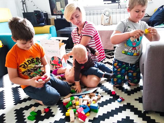 Czym zająć trójkę dzieci w różnym wieku?