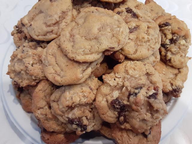 Yummy Chewy Oatmeal Raisin Cookies