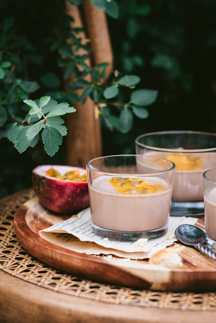 Panna cotta au chocolat au lait et fruit de la passion