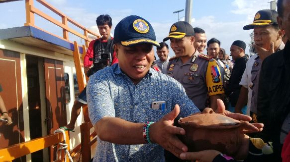 Pengiriman Logistik Pilgub Sulsel Untuk 5 Wilayah Kecamatan Kepulauan Selayar, Dikawal Ketat Pihak Keamanan