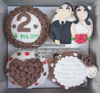 Cupcake Anniversary Romantis Murah 2017