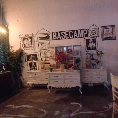 BaseCamp Food Factory  Bandung- Café Dengan Nuansa Flower Garden