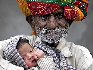 Ayah tertua di dunia (90 tahun)
