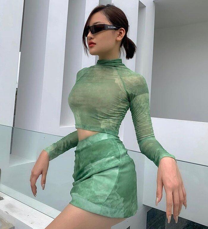 Chi Pu, Phí Phương Anh ghi điểm hoàn hảo với style phối áo và váy đồng điệu