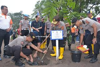 Peringati Hari Sejuta Pohon Sedunia, Polda Jambi Tanam 6.694 Batang Pohon Untuk Penghijauan