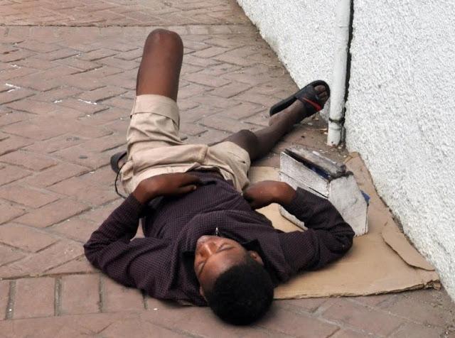 Menores duermen en sitios públicos Santiago