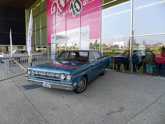 voiture Cadillac bleu