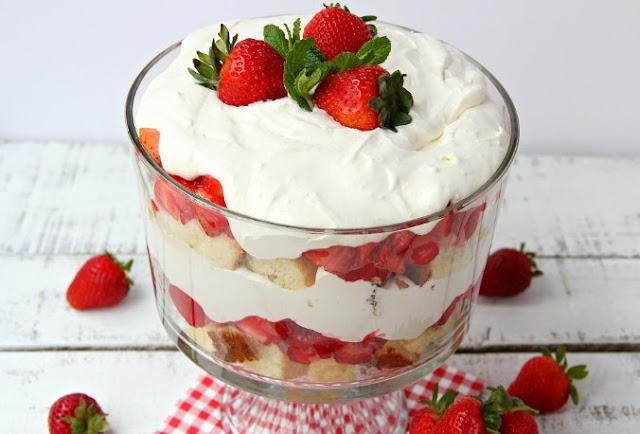 Layered Strawberry Trifle #desserts #strawberry