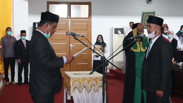 Ketua DPRK Pijay Lantik Tgk Kausar Sebagai Anggota PAW