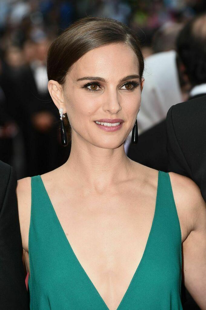 Natalie Portman hot photo gallery
