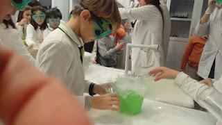 Kuru Buz Nedir?, Kuru buz ne için kullanılır?, Donmuş karbondioksit (CO2), Kuru buz kaç derecedir?, Kuru buz hal değişimi,