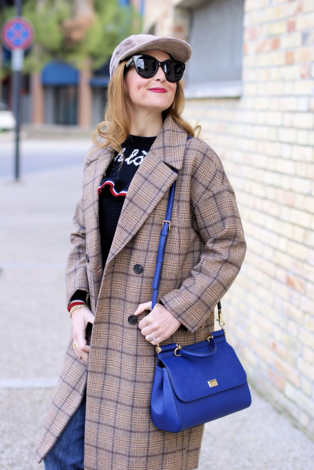 Metisu coffee check coat, dolce & gabbana miss sicily bag on Fashion and Cookies fashion blog, fashion blogger styl