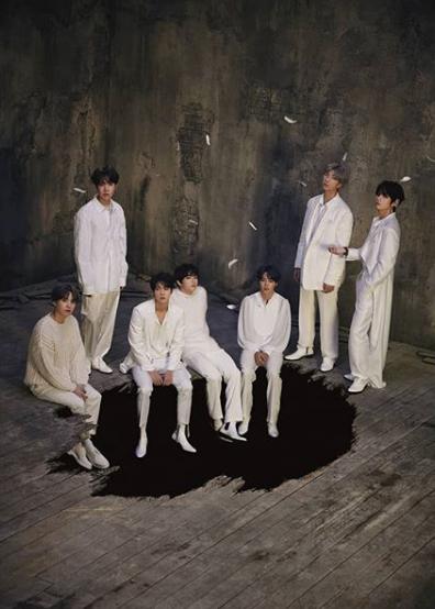 أصدرت BTS صوراً من ألبومها الجديد Map Of The Soul: 7
