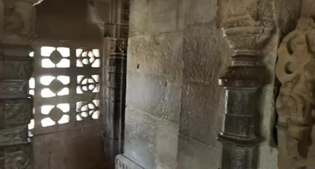 inside view of vijay stambh