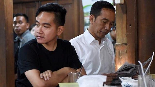 Foto Gibran dan Jokowi