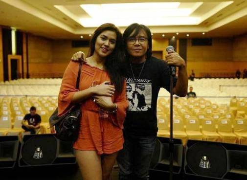 Foto Raisa Pakai Hotpants Super Pendek Hebohkan Netizen