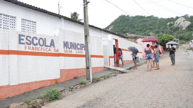 Pedra comemora prêmio Criança Alfabetizada da Escola Francisca da Silva Lima entre as melhores 50 escolas de Pernambuco.